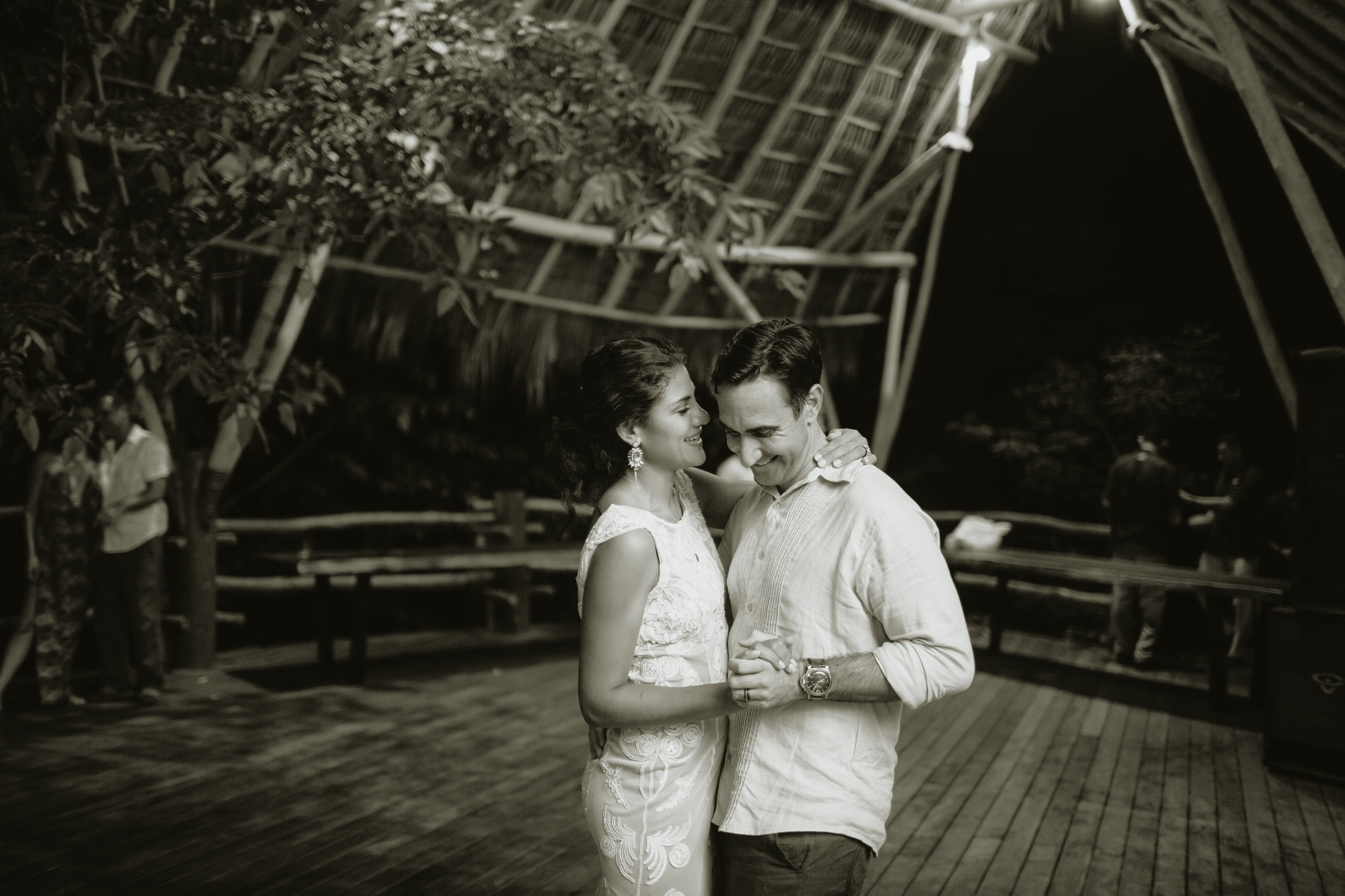 Costa Rica tropical wedding party - first dance